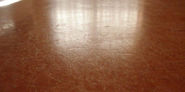 Beschadigde linoleum vloer - Vloeronderhoud JNC